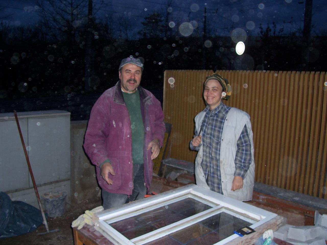 Decembrie, 3 - geamuri la ferestre