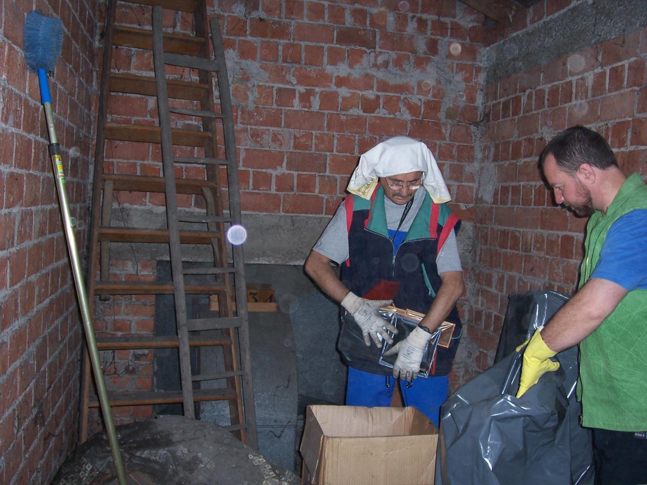 Iunie, 10 - Putina curatenie în podurile bisericii
