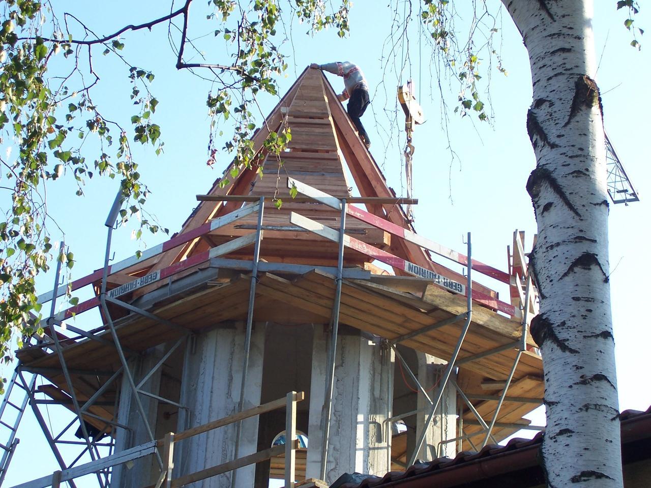 Septembrie, 22 - Turnul si scheletul de lemn al acoperisului